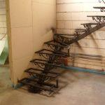 ciekawe schody z metalu