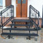 metalowe schody wejściowe