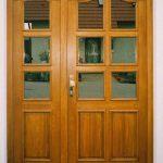 drzwi drewniane dwuskrzydłowe z przeszkleniami