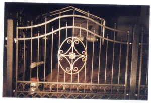 przęsło ogrodzenie z metalu