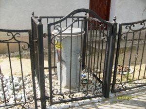 metalowe ogrodzenie kosza