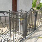 metalowe ogrodzenie śmietnika
