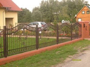 standardowe ogrodzenie z metalu