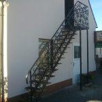 metalowe schody przyścienne