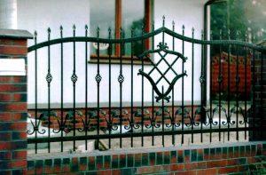 metalowe ogrodzenie przęsło