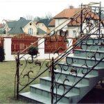 schody zdobione (balustrada metalowa)