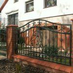 przęsło ogrodzenia metalowego domu
