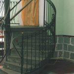 zaokrąglona balustrada schodów