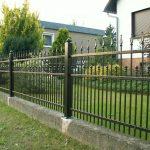 proste ogrodzenie metalowe