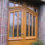 atrakcyjne drzwi drewniane