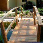drewniany mostek do ogrodu